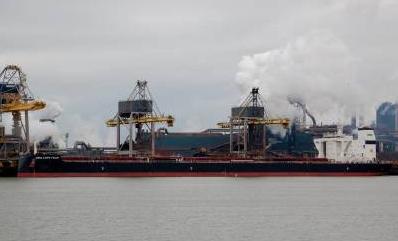 外媒:中国货船满载煤炭驶离美国,在直布罗陀水域爆炸了