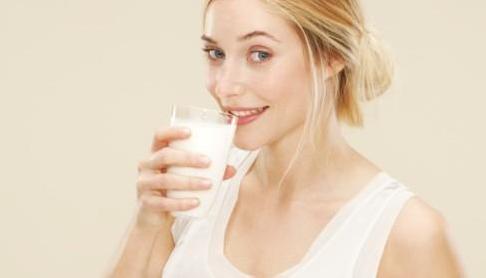 孕妇饮用牛奶的最佳时机  孕妇产后能喝牛奶吗?